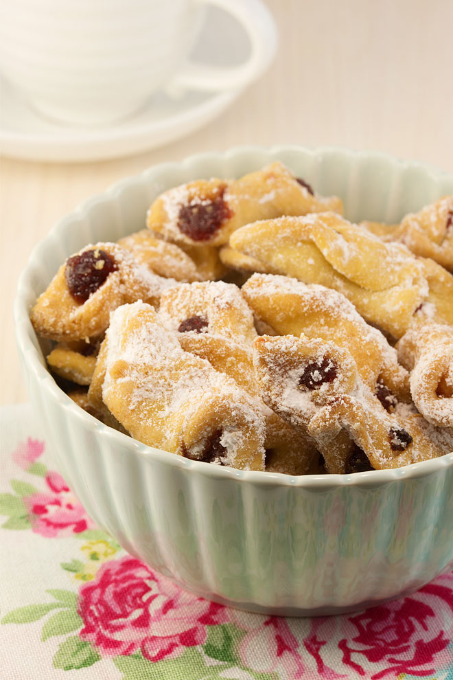 Polish kołaczki cookies with jam