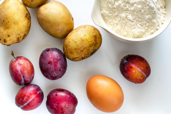 Ingredients for Polish Plum Dumplings (Knedle ze Śliwkami): plums, potatoes, egg, flour