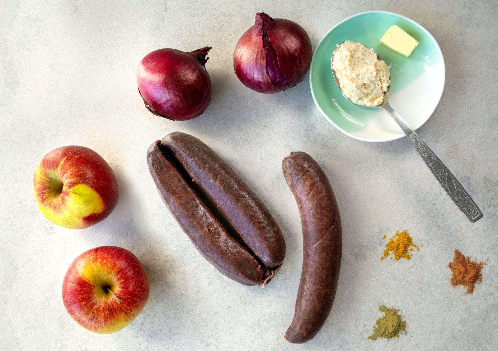 Ingredients for baked Polish kishka with apples and red onions