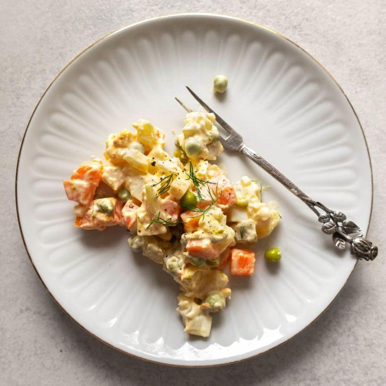 Sałatka Jarzynowa: Polish Vegetable Salad